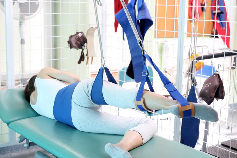 rehabilitacja cwiczenia wykonywane przez kobiete